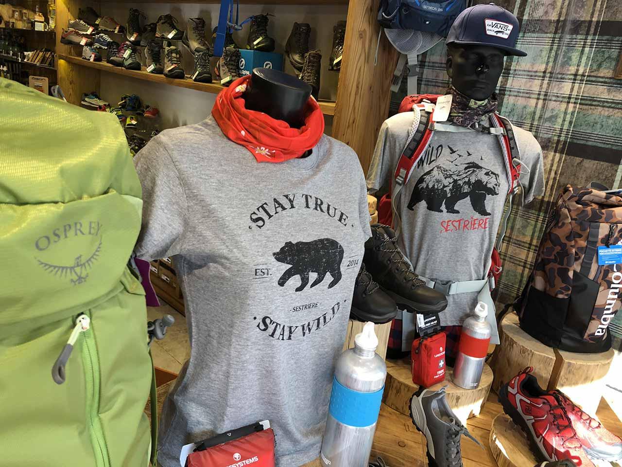 Shopping a Sestriere l'orso con le scarpe
