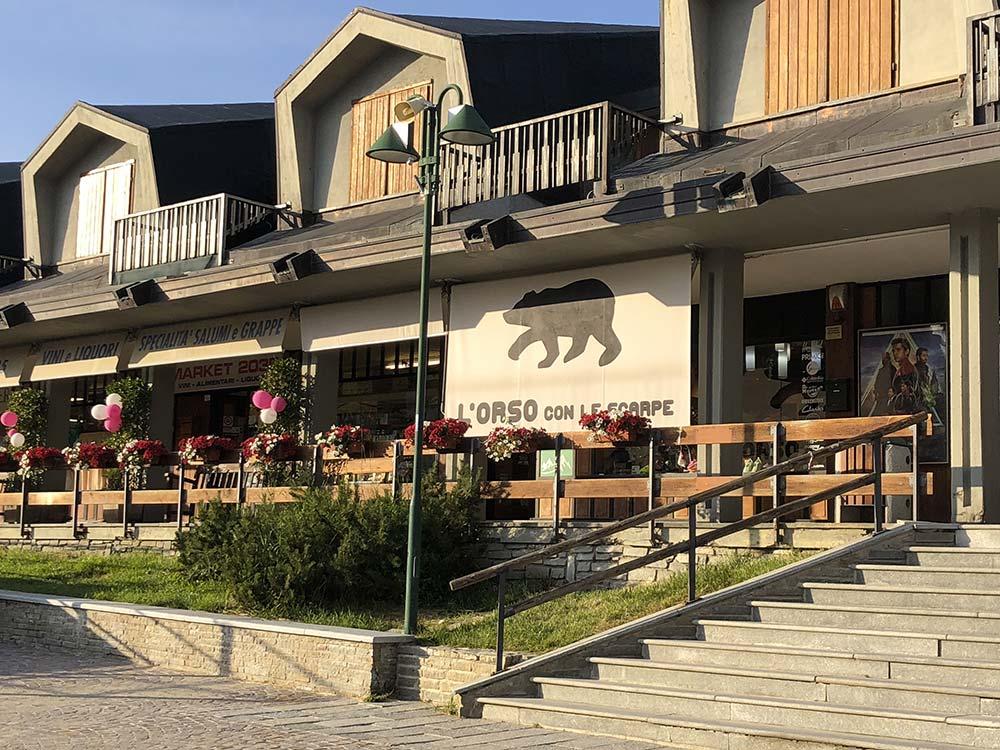 shopping a Sestriere - l'orso con le scarpe